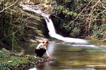 Riachuelo y cascada amalurra
